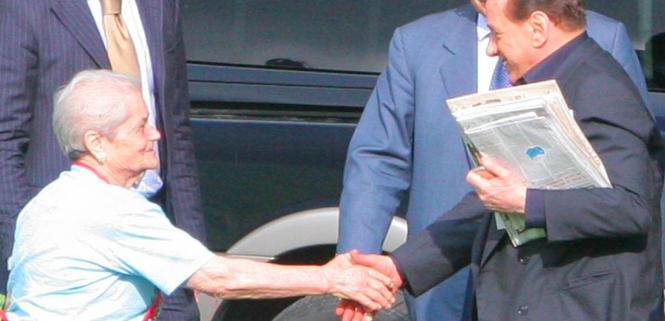 Berlusconi si impegna ad aiutare gli anziani programma per le prossime elezioni